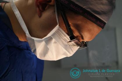 Cirujano plástico en Bogotá Dr. Guevara