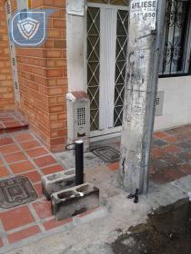 Cadenas en via publica que afectan la entrada a mi vivienda