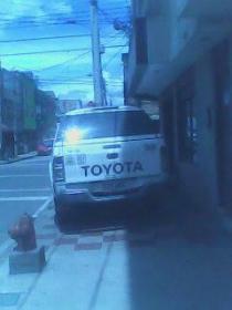 Vehiculo mal parqueado