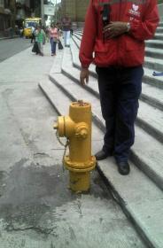 Hidrante con fuga